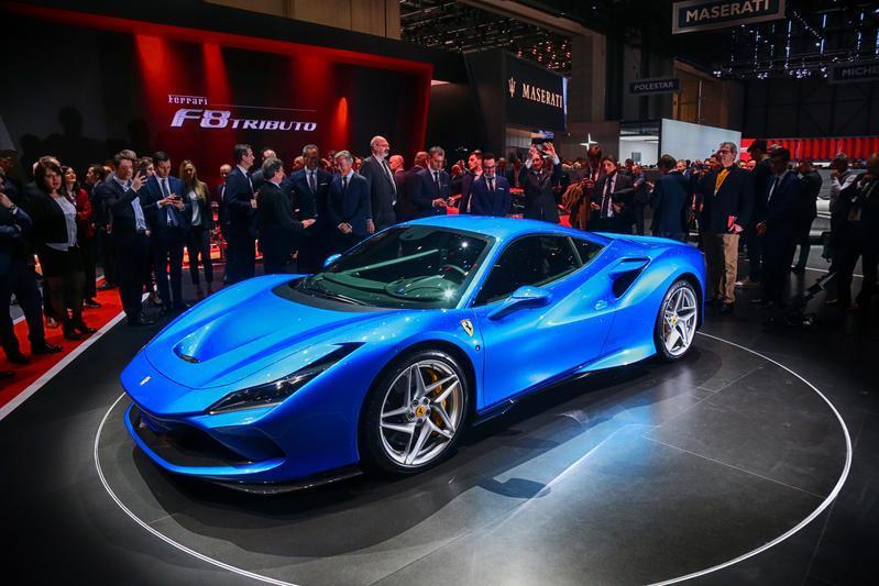 Si è aperto a Ginevra il Salone dell'automobile: in Svizzera sfilata di supercar, concept ed elettriche