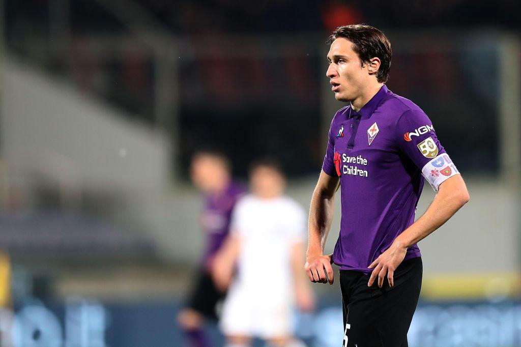 La Juventus punta forte anche su Federico Chiesa, che in caso di retrocessione viola lascerà sicuramente Firenze. La Fiorentina chiede in ogni caso almeno 80 milioni di euro, troppi per Paratici. Inter e Bayern Monaco sono in agguato.