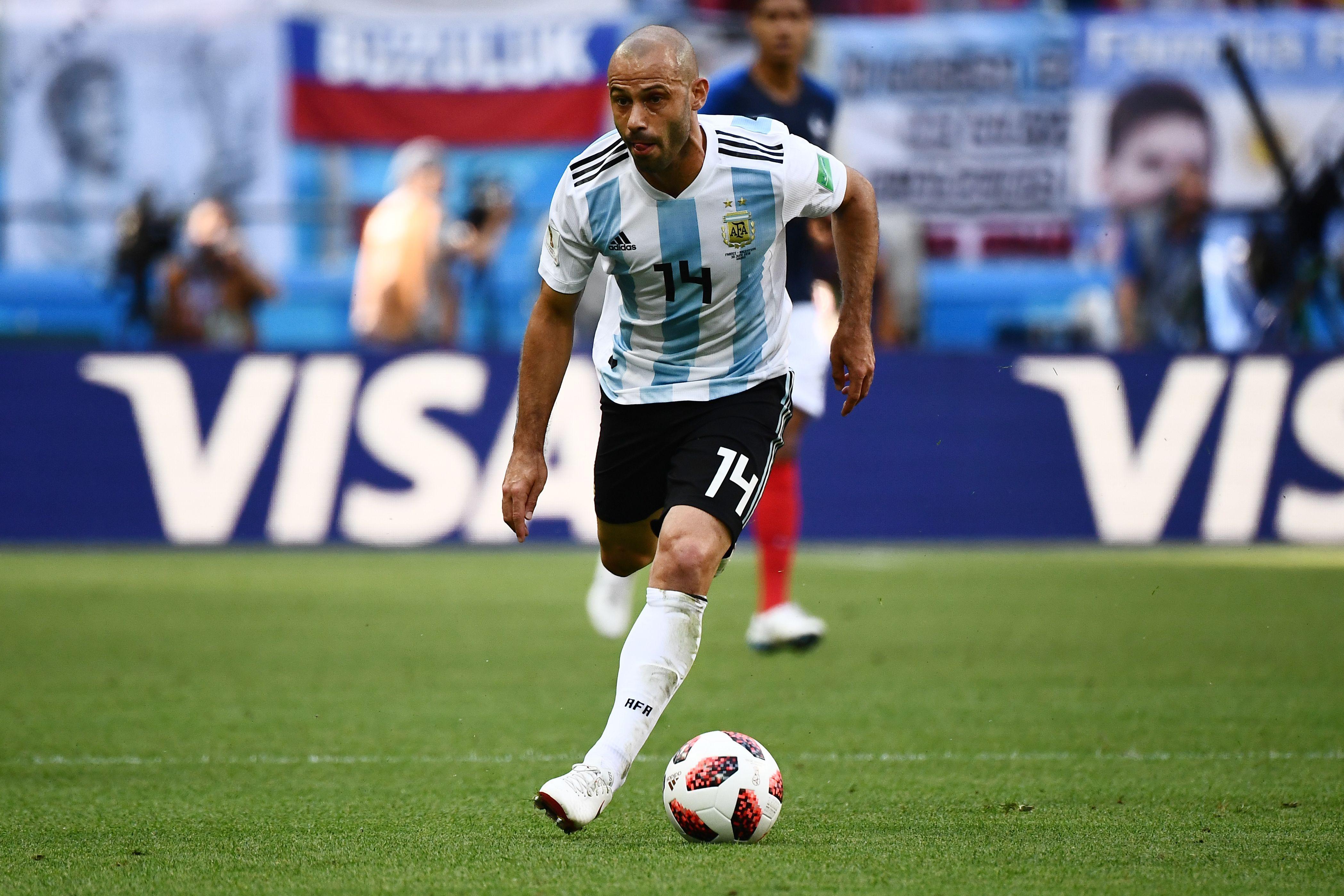 Addio amaro per Javier Mascherano che, dopo la sconfitta per 4-3 contro la Francia ai Mondiali, saluta la sua Argentina.