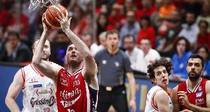 Basket, finale scudetto: gara-5 è di Milano, Reggio travolta