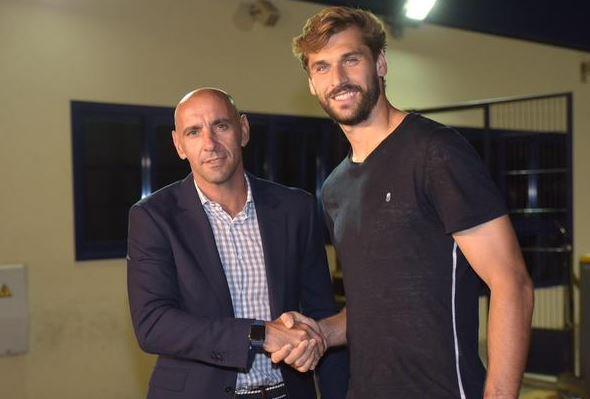 Fernando Llorente saluta la Serie A e torna in Liga. Ecco le prime foto ufficiali dell'attaccante a Siviglia.