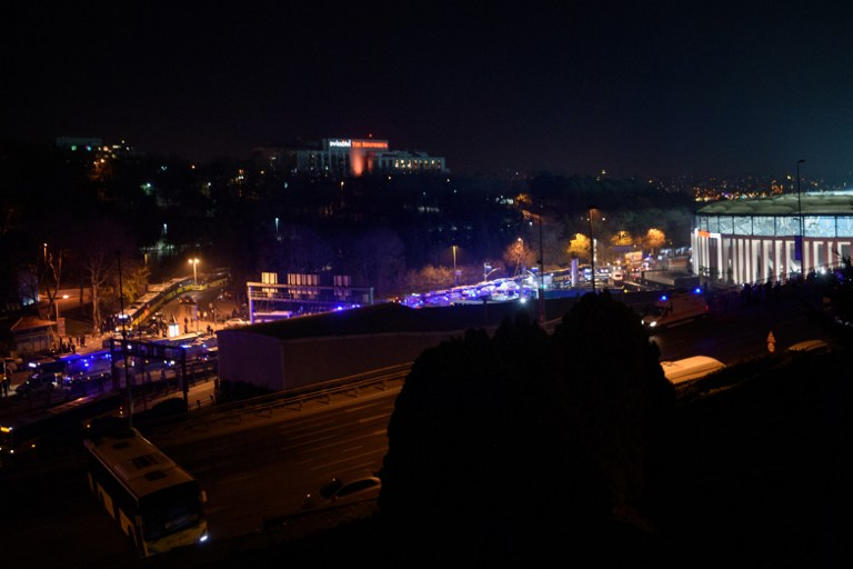 Autobomba a Istanbul fuori dallo stadio del Besiktas: le foto