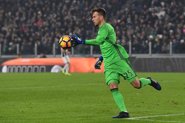 NETO E LA JUVENTUS - Dopo quattro anni a buon livello nella Fiorentina, si è trasferito alla Juve nell'estate del 2015 a costo zero, in scadenza di contratto, sognando di prendere il posto di Buffon. Questa è rimasta solo una speranza, 11 partite di campionato giocate in 2 stagioni e 10 in Coppa Italia dove era titolare. In bacheca 2 scudetti, 2 Coppe Italia e 1 Supercoppa italiana.