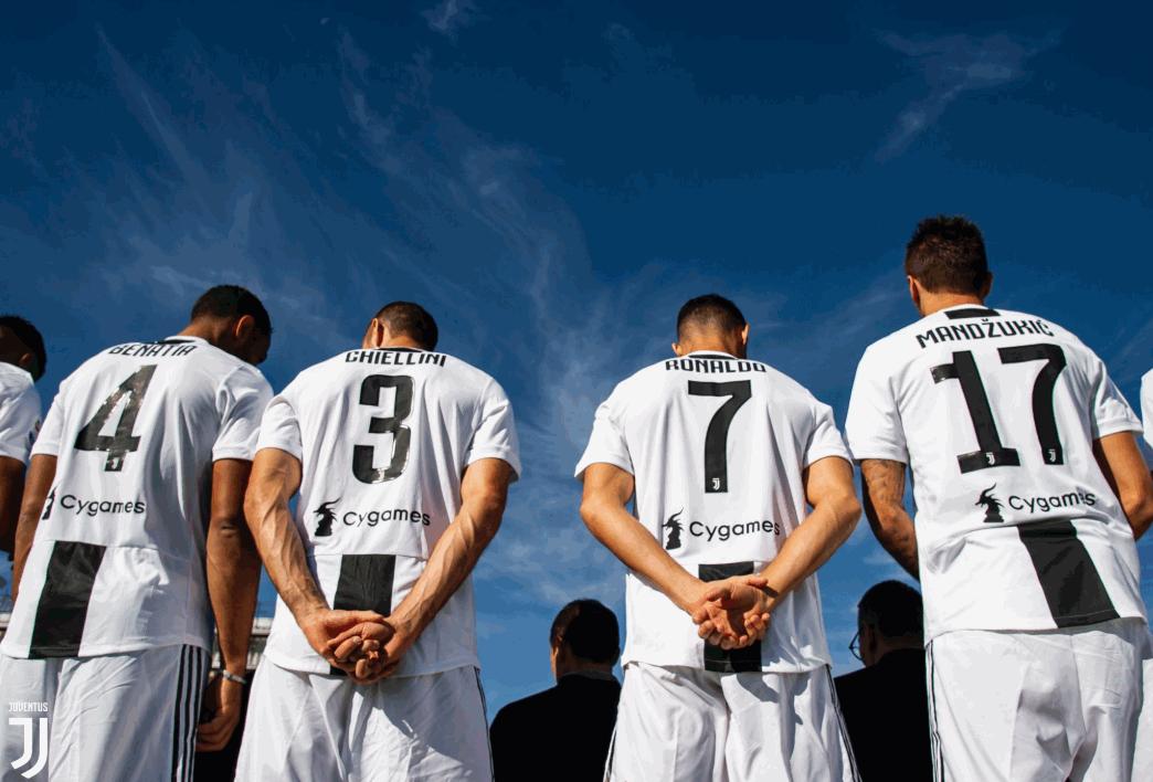 Juventus in posa per la foto di squadra
