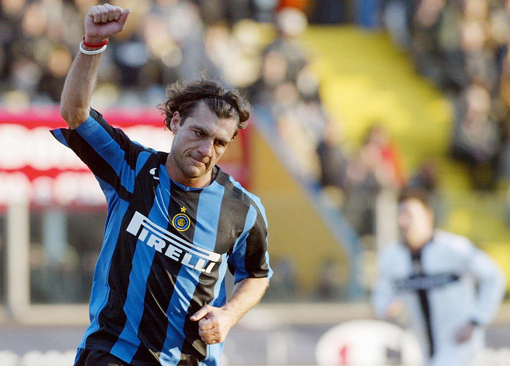 1) Christian Vieri, 1999: 46,48 milioni di euro dalla Lazio (cambio con le lire: 90 miliardi)