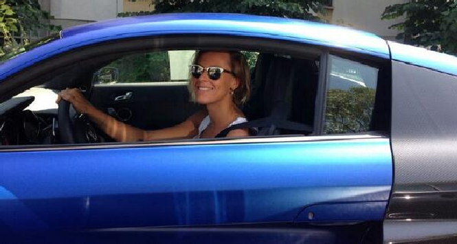 Federica Pellegrini sfreccia su un'Audi R8