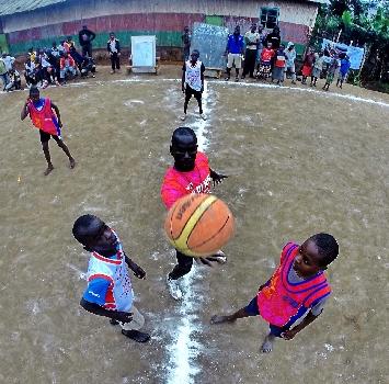 Slums Dunk: Bruno Cerella porta il basket in Africa