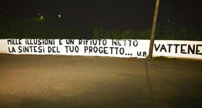 """Roma, striscione contro Pallotta dopo il no di Conte: """"Vattene"""""""