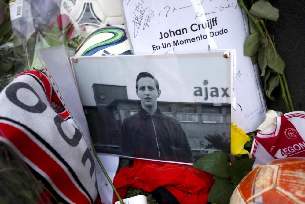 Cruyff, l'omaggio dei tifosi olandesi