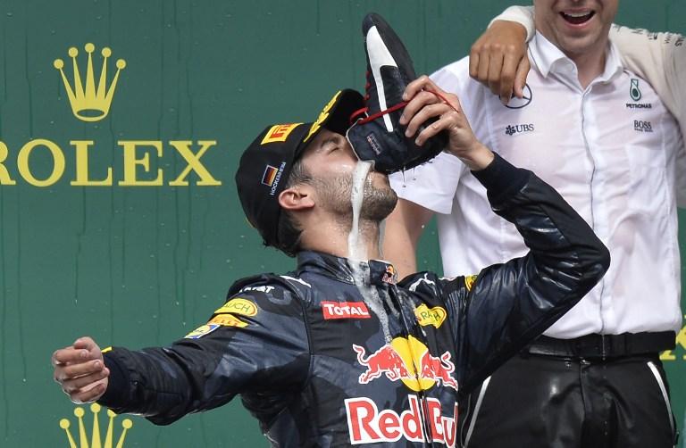 F1, la gioia di Ricciardo: beve dalla scarpa
