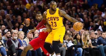 Nba: LeBron James supera Shaquille O'Neal, ma è crisi Cleveland