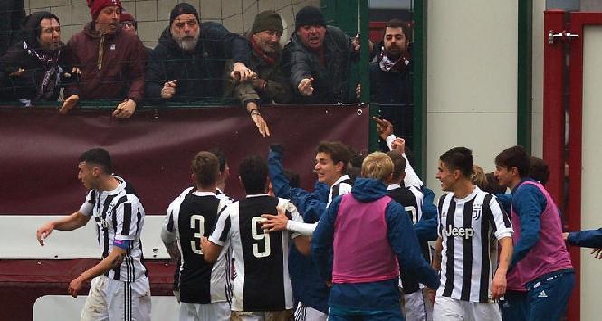 Primavera, Torino-Juventus: bianconero fa dito medio ai tifosi di casa
