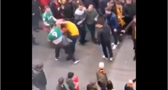 Wembley, rissa incredibile: tifoso dei Wolves contro tutti