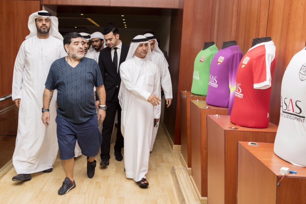 Emirati Arabi, Fujairah: Maradona in visita al nuovo club, le foto
