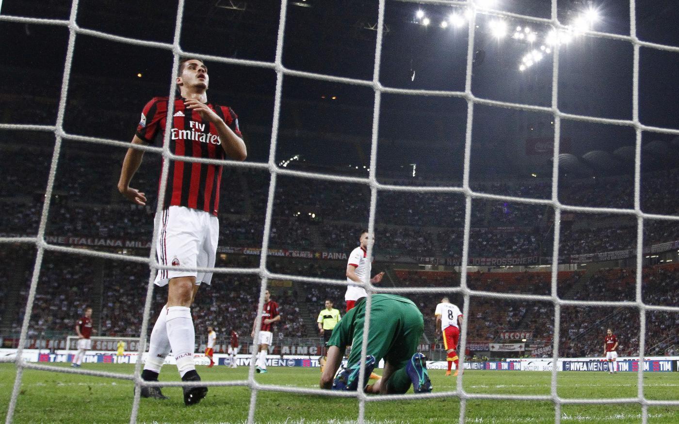 Nel terzo anticipo della 34.ma giornata di campionato, il Milan crolla in casa contro il Benevento e resta fermo a quota 54 punti. A San Siro finisce 1-0 per la squadra di De Zerbi, che passa grazie al gol di Iemmello al 16' e poi chiude in 10 per l'espulsione di Diabaté (doppia ammonizione) all'80'. I campani grazie a questi tre punti salgono a 17 e rinviano la matematica retrocessione in Serie B.