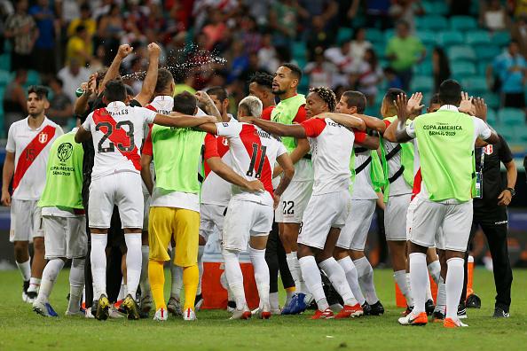 Biancorossi in semifinale contro il Cile grazie alla vittoria ai rigori: decisivo l'errore di Suarez