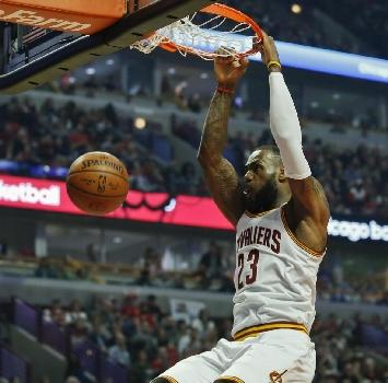 Nba, LeBron James in testa alla classifica delle divise più vendute in Europa