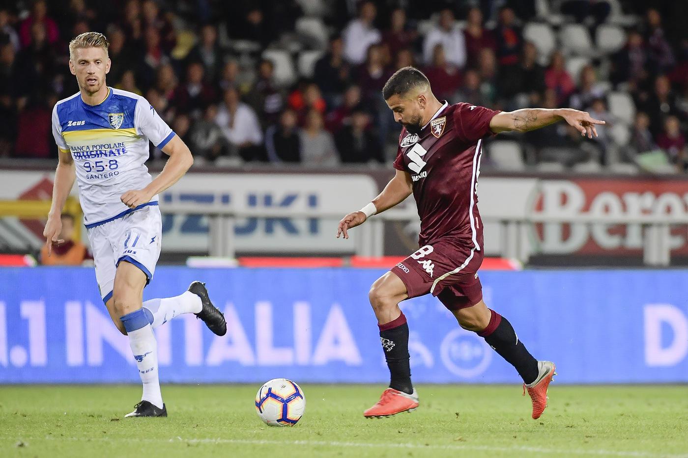 Nel primo anticipo dell'8a giornata di Serie A, il Torino batte 3-2 il Frosinone e vola momentaneamente al sesto posto, in zona Europa League. Sembra tutto facile per i granata, che sbloccano la gara con Rincon (20') e raddoppiano con Baselli (46'). I ciociari hanno una reazione d'orgoglio e in 6 minuti trovano il pareggio con Goldaniga (58') e Ciano (64'). A decidere la sfida uno splendido tiro di Berenguer (71'). La panchina di Longo scotta più che mai.
