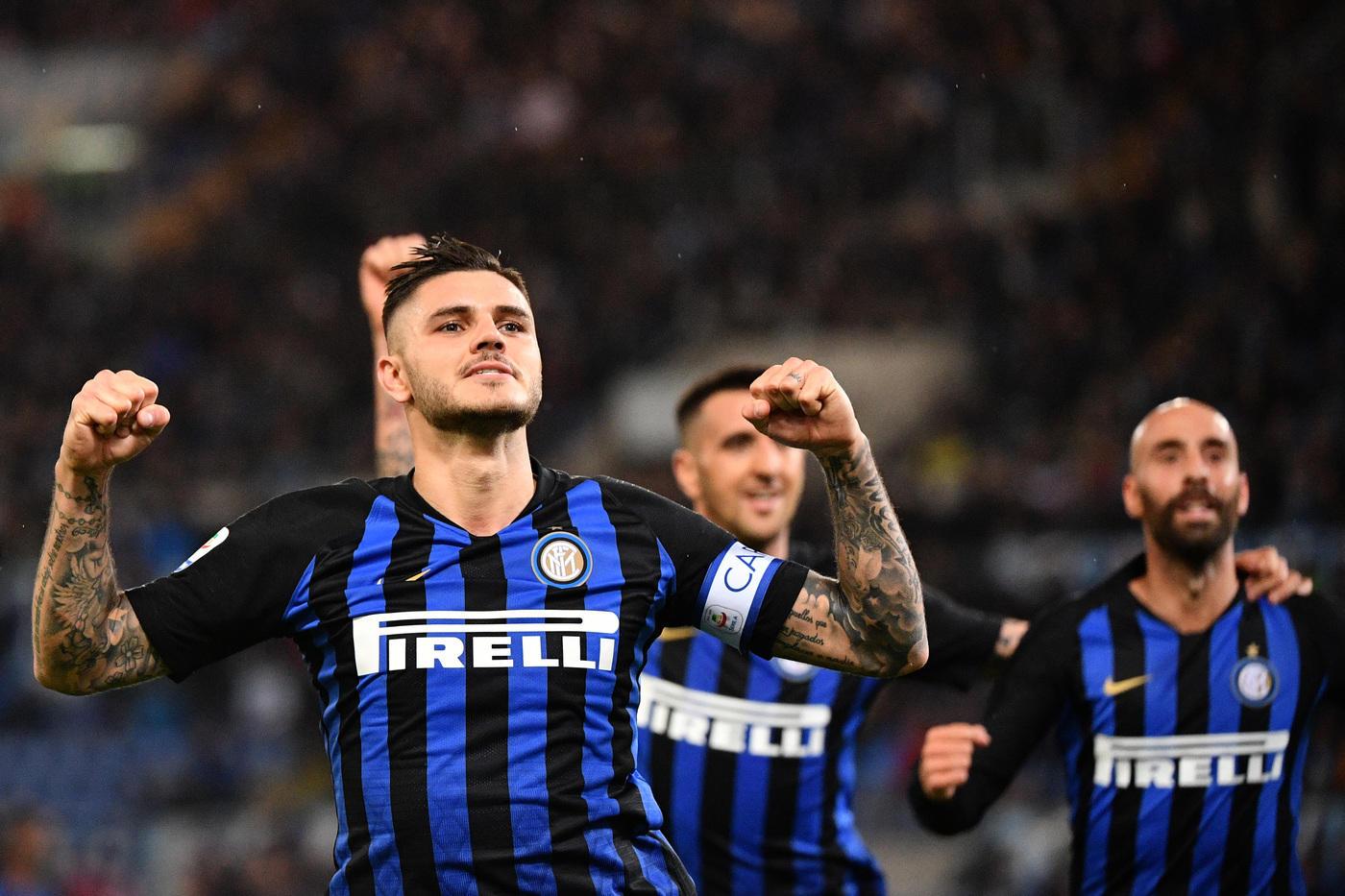 L'Inter vince per 3-0 il Monday Night della 10a giornata di Serie A contro la Lazio e agguanta il Napoli al secondo posto a -6 dalla Juventus. Gara a senso unico quella dell'Olimpico, decisa da una doppietta di Icardi e da un gol di Brozovic. L'argentino apre le danze al 28', ottimamente servito da Vecino, poi il croato al 41' trova il bis con un preciso rasoterra. Nella ripresa è ancora Maurito a chiudere i conti (70') e a far piangere nuovamente la Lazio.