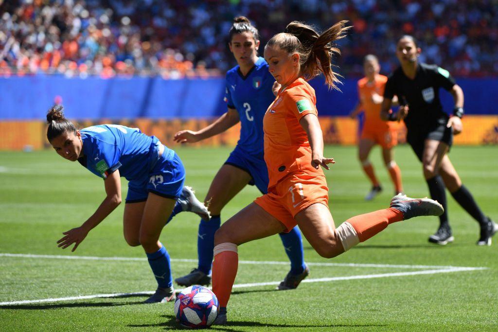 Si ferma ai quarti di finale il cammino mondiale dell'Italia. Le ragazze di Bertolini sono state sconfitte 2-0 dall'Olanda campione d'Europa. Le reti nella ripresa, entrambe di testa: apre le marcature Miedema al 70', chiude la contesa van der Gragt all'80'.