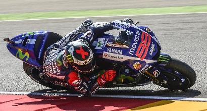 MotoGp, caduta per Lorenzo: spalla sinistra slogata