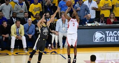 Playoff Nba - Houston espugna Golden State e impatta la serie: 2-2