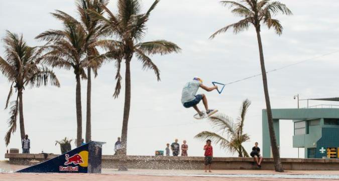 Brian Grubb cavalca le onde di Durban