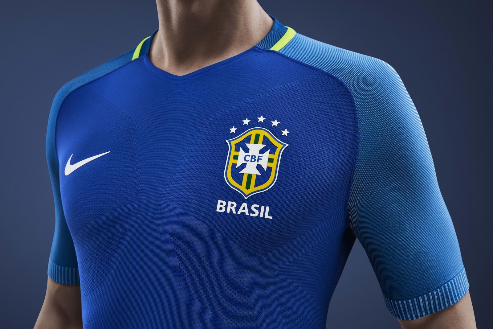 La CoppaAmerica compie 100 anni e il Brasile si rinnova:ecco le nuove maglie realizzate da Nike per l'occasione. Le divise Nike Aeroswift Vapor, ad oggi le più avanzate dal punto di vista tecnologico, sono più leggere del 10% e più elasticizzate del 50% rispetto alle divise che andranno a sostituire Ogni divisa viene realizzata usando in media 18 bottiglie di plastica riciclata. Dal 2010, Nike ha recuperato dalle discariche più di 2 miliardi di bottiglie di plastica trasformandole in poliestere riciclato, una quantità sufficiente per ricoprire 3500 campi di calcio.