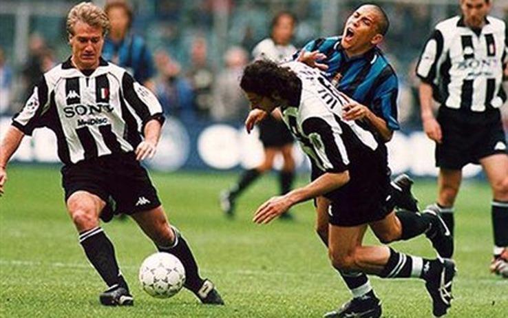 Juventus vs Inter 1998: il famoso scontro Iuliano-Ronaldo