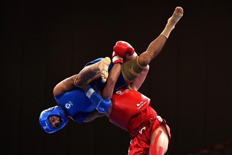 Khamla Soukaphone (in rosso) combatte con Padam Bahadur nell'incontro di pugilato cinese durante i Giochi Asiatici (20 agosto)
