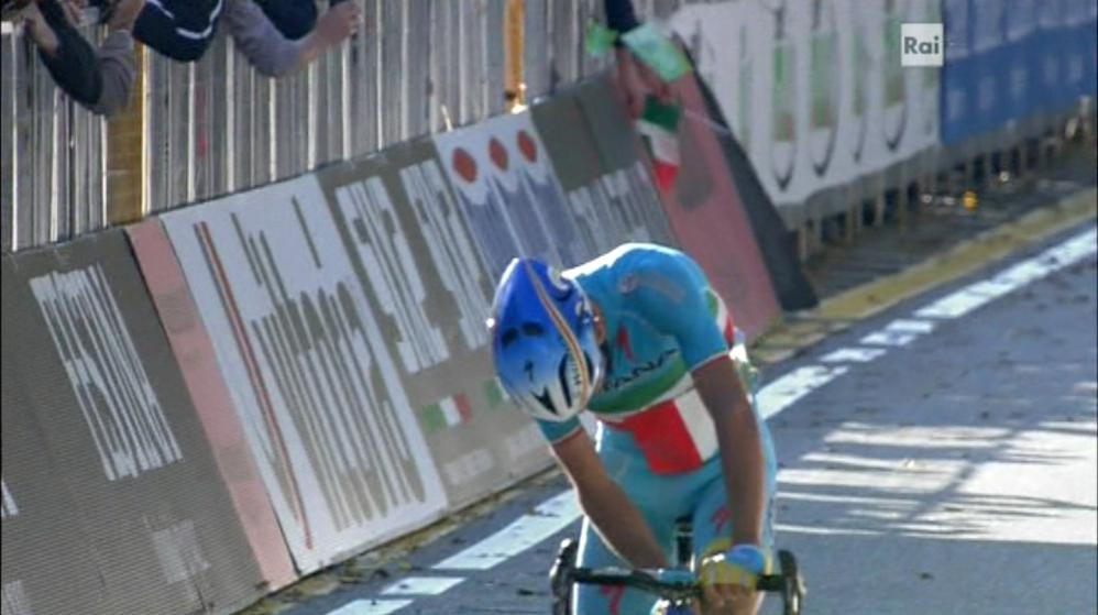 Nibali e il cartoncino tricolore