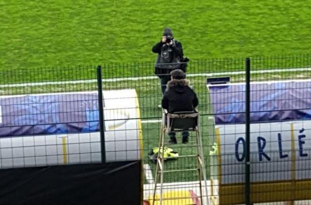 Coppa di Francia, l'allenatore dell'Orléans segue la partita sul trespolo