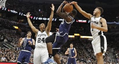 Nba, playoff: gli Spurs asfaltano i Thunder, 1-0