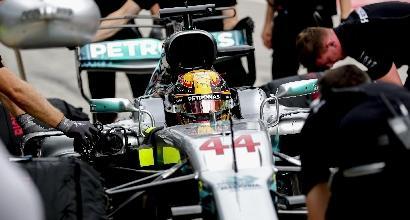 "Mercedes, Hamilton:""La macchina ha poca aderenza"""