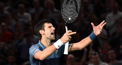 Tennis, Masters 1000 Parigi: Djokovic vince la battaglia con Federer e sfiderà Khachanov in finale