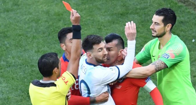 Argentina-Cile, rissa Messi-Medel: espulsi
