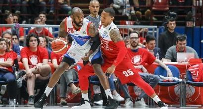 Basket, playoff: l'Olimpia demolisce Cantù, vince anche Brescia