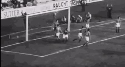 23 giugno 1954 - Svizzera-Italia 4-1, la batosta dopo le pedate. All'arbitro Viana