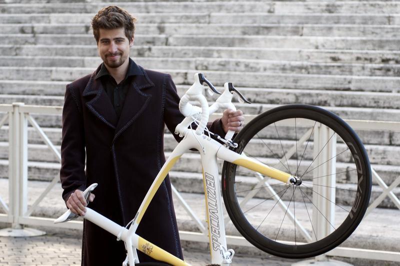 Sagan dal Papa: gli regala una bicicletta