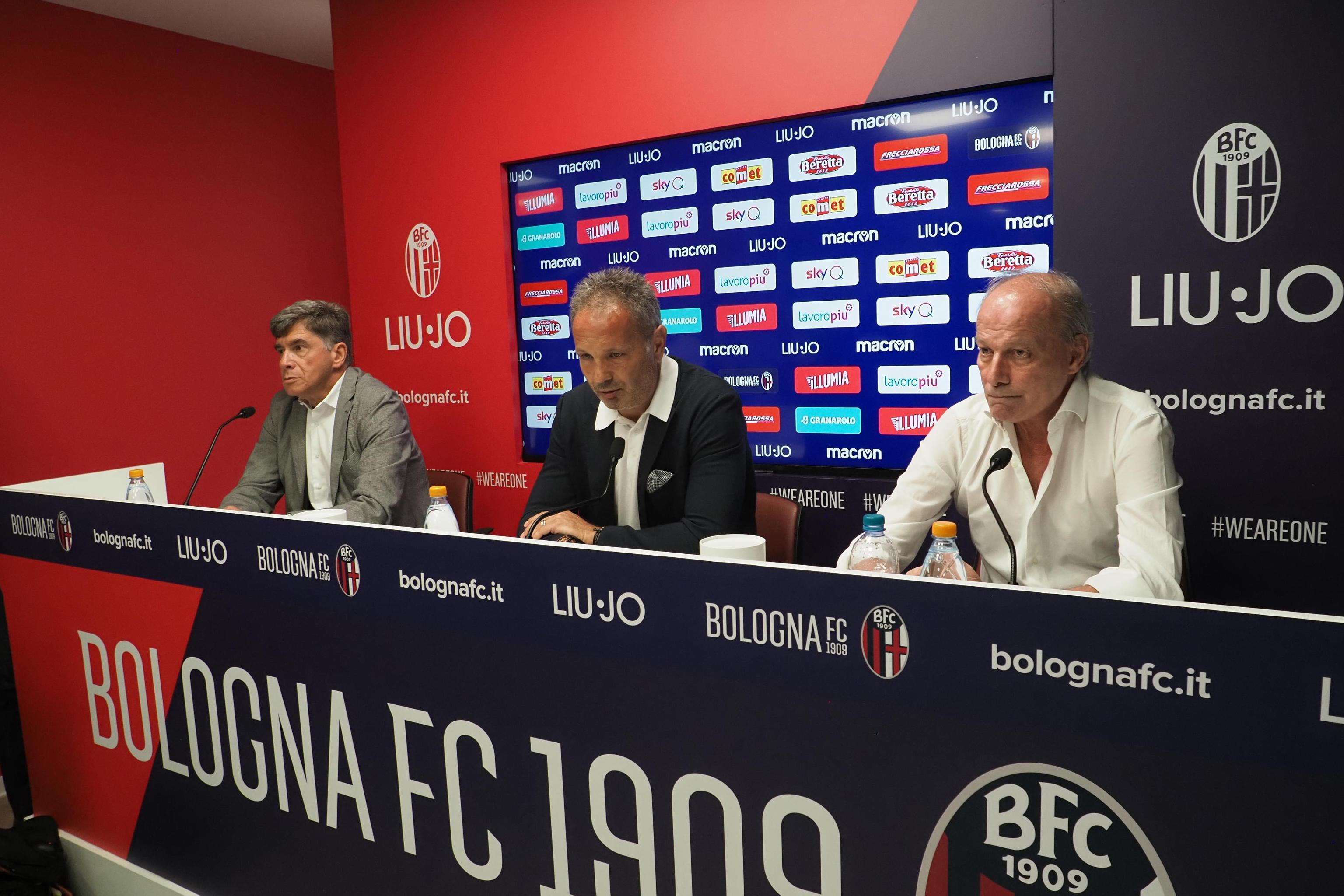 Sinisa Mihajlovic sabato ha annunciato di avere una leucemia acuta. L'allenatore del Bologna, molto emozionato davanti ai giornalisti, ha dimostrato d...