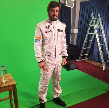 Alonso va in bianco: ecco la tuta McLaren