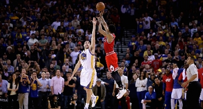 Nba: Rose ferma la corsa degli Warriors