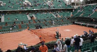 Tennis, Bolelli salvato da pioggia