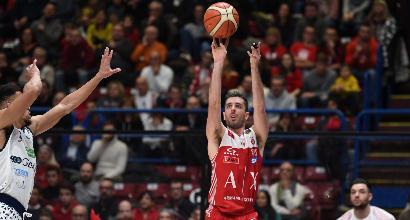Basket: l'Olimpia non fa sconti a Natale, batte anche Brescia