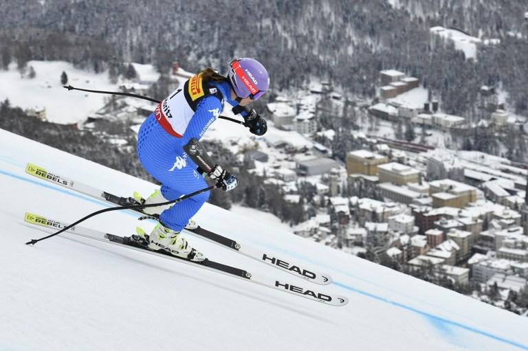 Il Mondiale di sci di St. Moritz inizia con una delusione per l'Italia. Sofia Goggia, tra le favorite alla partenza, non è andata oltre il decimo posto nel Super G. Ha steccato anche Lindsey Vonn che non ha concluso la sua prova. A sorpresa la vittoria è andata all'austriaca Schmidofer davanti alla Weirather (Liechtenstein) e alla Gut (Svizzera). Quinto posto per Elena Curtoni migliore delle azzurre.
