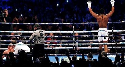 Boxe, Joshua fa impazzire Wembley: è ancora re dei massimi