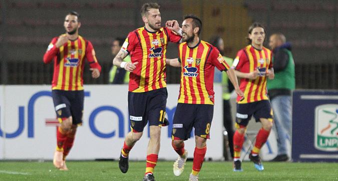 Serie B: il Lecce è secondo, 2-0 al Pescara