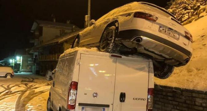 Goggia, l'incidente è spettacolare: la sua auto finisce sopra un furgone