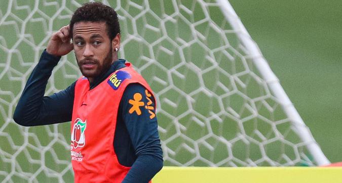 Ematomi su gambe e natiche della accusatrice di Neymar. La polizia nel ritiro del Brasile