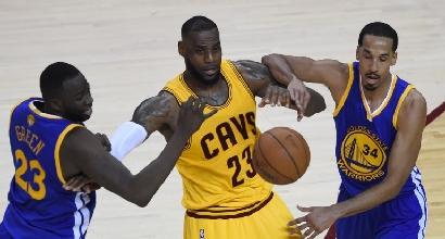Nba, playoff: riscossa Warriors, Cavaliers raggiunti sul 2-2